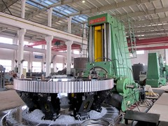 Large gear-hobbing machine
